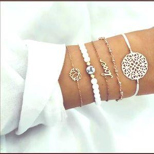 Jewelry - 🌟Gold and white charm bracelet set🌟